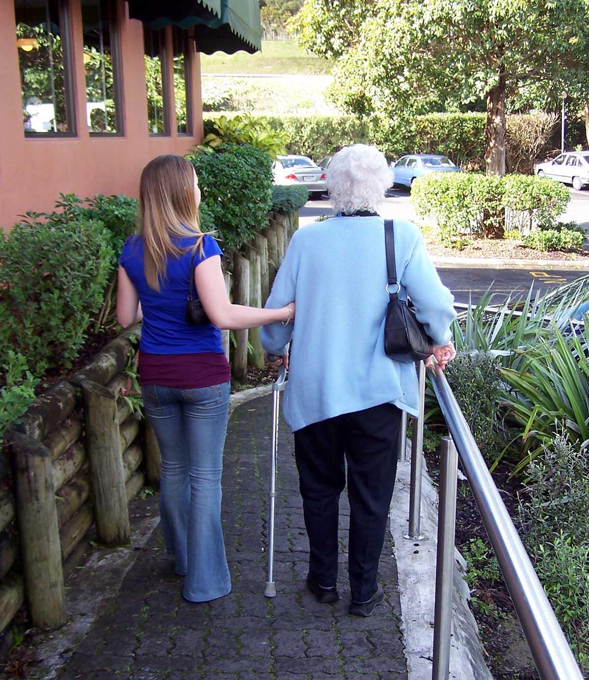 מניעת נפילות בקרב קשישים